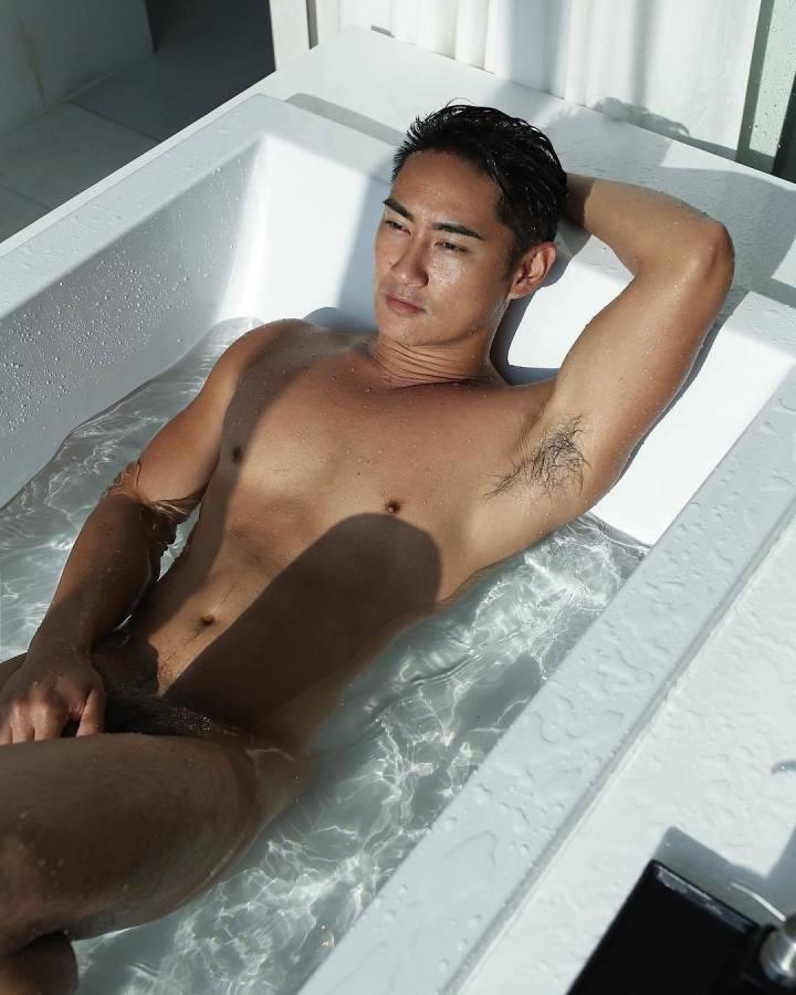 hot-gay-hunk-Asia-04