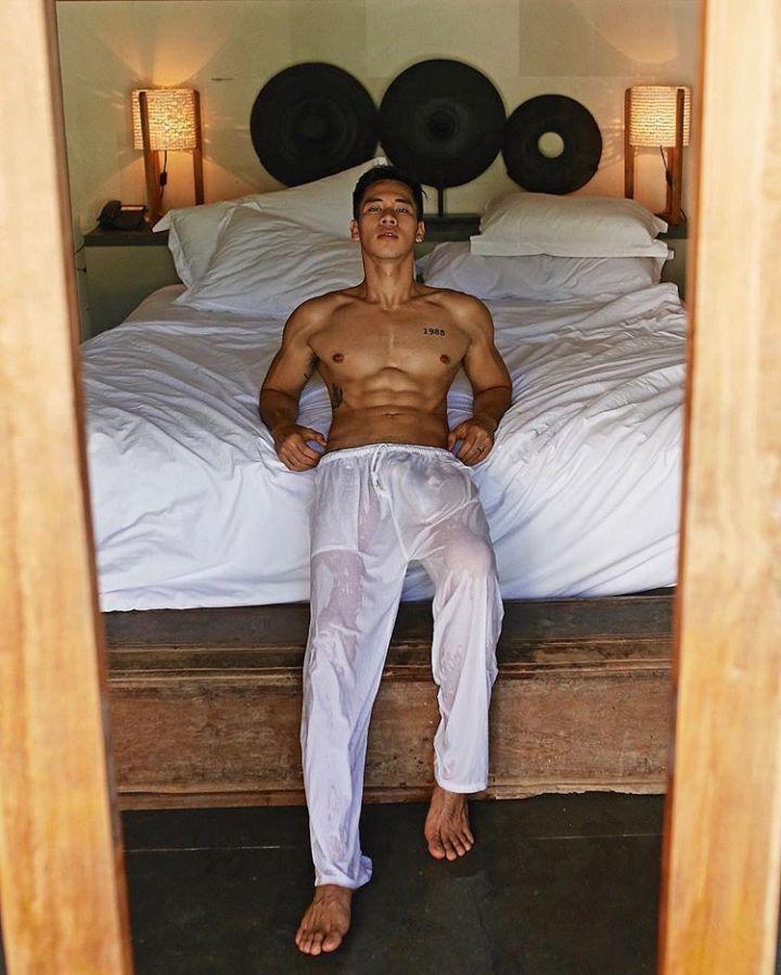 hot-gay-hunk-Asia-05