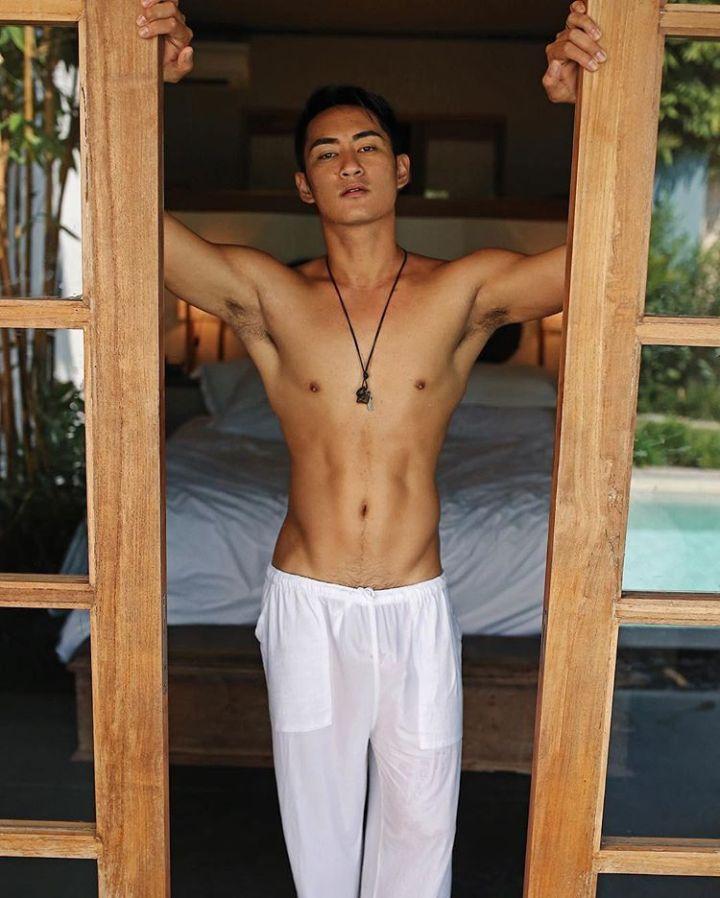 hot-gay-hunk-Asia-06