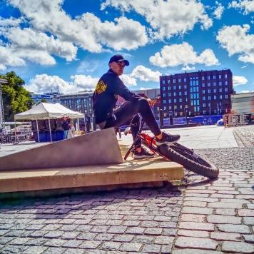 Fat_tire_bike_skinnyboy_rider